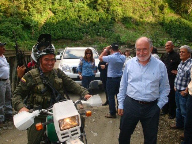 gobernador-de-caldas-en-corregimiento-de-montebonito-marulanda
