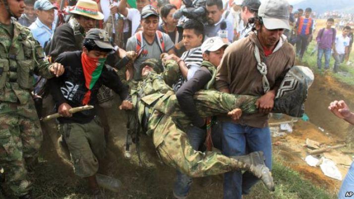 cauca-indigenas-soldados-colombia