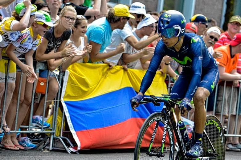 Colombia's Nairo Quintana rides past a Colombian national flag as he competes in a 13.8 km individual time-trial, the first stage of the 102nd edition of the Tour de France cycling race on July 4, 2015, in Utrecht, The Netherlands.  AFP PHOTO / JEFF PACHOUD