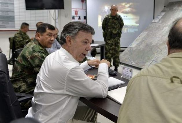 presidente-Santos-militares-Arauca-guerrillero_MILIMA20160208_0304_11