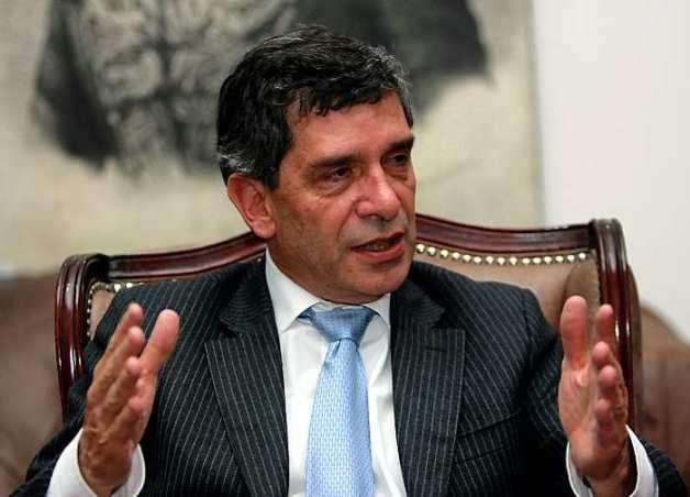 El Presidente del Partido Liberal Rafael Pardo Rueda, habla acerca del procéso de esa colectividad con miras a las elecciones regionales y locales de octúbre próximo.(Colprensa-Germán Enciso).