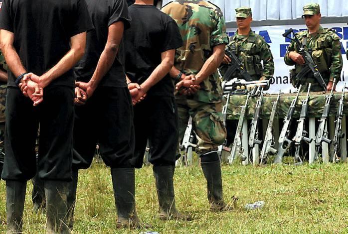"""FOTO # 32 (HORIZONTAL)  FO4032 EJÉRCITO REVOLUCIONARIO GUEVARISTA Carmen de Atrato, 21-ago-2008.- La vereda Guaduas, en Carmen de Atrato (Chocó) fue escenario ayer del fin de grupo subversivo  """"Ejército Revolucionario Guevarista"""" (Erg).  (Colprensa – El Colombiano)."""