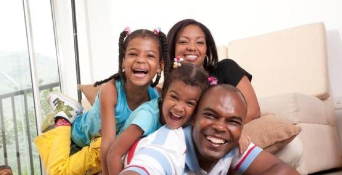 familia-afro-vivienda-web-recorte