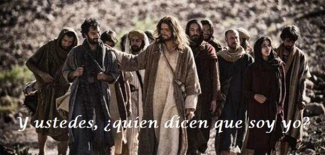 Resultado de imagen para Texto del Evangelio (Mc 8,27-35): En aquel tiempo, salió Jesús con sus discípulos hacia los pueblos de Cesarea de Filipo, y por el camino hizo esta pregunta a sus discípulos: «¿Quién dicen los hombres que soy yo?». Ellos le dijeron: «Unos, que Juan el Bautista; otros, que Elías; otros, que uno de los profetas». Y Él les preguntaba: «Y vosotros, ¿quién decís que soy yo?». Pedro le contesta: «Tú eres el Cristo».