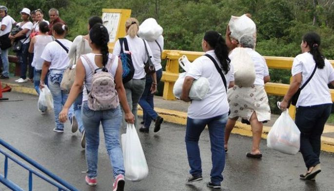 Buhola-tachan-de-contrabandistas-a-venezolanas-que-forzaron-cruce-a-colombia