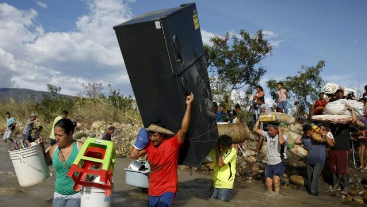 150826035743_sp_people_crossing_the_border_624x351_reuters_nocredit