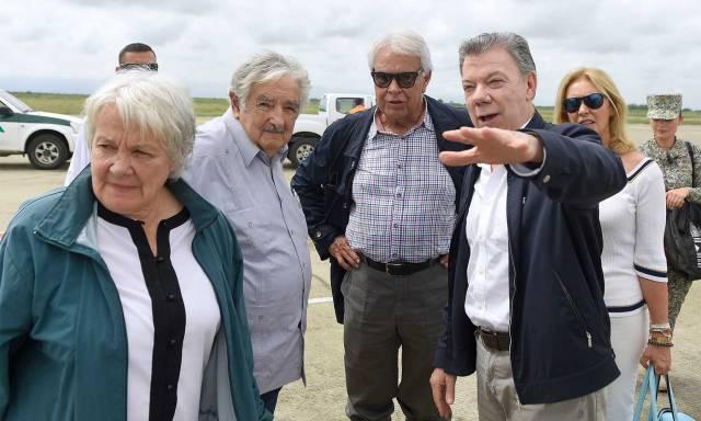 El Presidente Santos y los expresidentes de España y Uruguay, Felipe González y José Mujica, hicieron seguimiento desde Cali al acto de dejación de armas de las Farc, cumplido en la zona veredal de La Elvira, en Buenos Aires, Cauca.