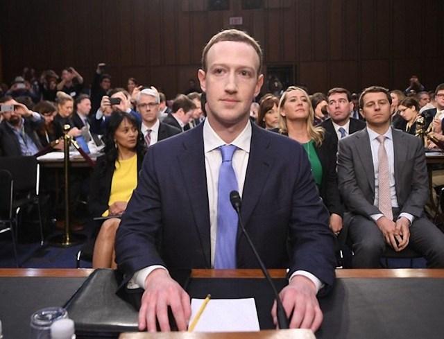 MARK ZUCKERBERG, ROBOTOIDE ILLUMINATI? Mark-Zuckerberg-720x550