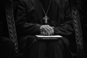 Autoridades católicas de EE.UU. revelan los nombres de 286 sacerdotes acusados de abuso sexual