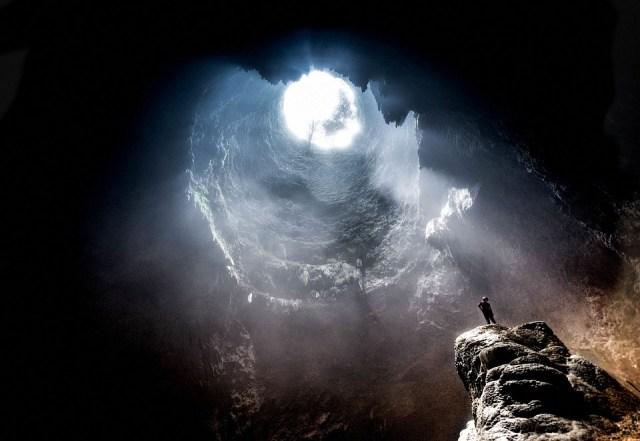 CIVILIZACIONES SUBTERRÁNEAS - Página 2 Cave-2604672_960_720