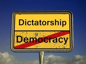 Usted vive en una férrea dictadura
