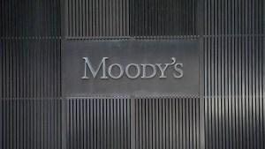 """Moody's advierte de un riesgo """"terriblemente alto"""" de recesión global en un futuro cercano"""