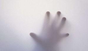 Apego espiritual, cuando un espíritu se siente atraído peligrosamente por la energía de una persona