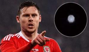 Jugador de fútbol galés publica el video de un ovni extremadamente brillante en el cielo nocturno