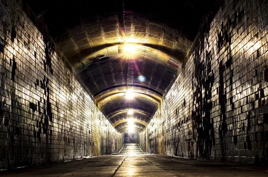 ¿Por qué se están escondiendo en bases subterráneas?