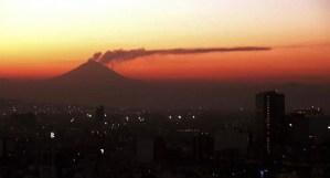 El volcán mexicano Popocatépetl registra 3 explosiones con expulsión de lava