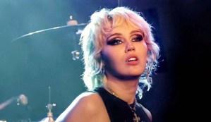Miley Cyrus dice que tuvo un encuentro con un extraterrestre después de ser perseguida por un ovni