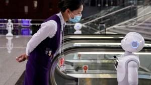 """""""¡Deja de ser caprichoso!"""": Dos robots discuten acaloradamente en una biblioteca china"""