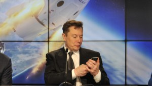 Elon Musk insta a las personas a unirse a Signal luego de que WhatsApp obligara a los usuarios a compartir sus datos con Facebook