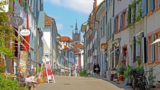 Una ciudad suiza encuentra una manera inusual de deshacerse de los mendigos