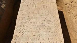 Agricultor egipcio halla órdenes militares talladas hace 2500 años