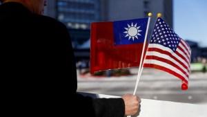 """Empleado del Pentágono advierte a Biden contra """"enredar a EE.UU. en una gran guerra con China"""" por Taiwán"""