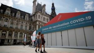 1,7 millones de franceses se inscriben en 24 horas para vacunarse después de que Macron endureciera las restricciones para no vacunados