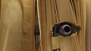 Con estos sencillos consejos se puede descubrir si hay una cámara oculta en las habitaciones de los hospedajes