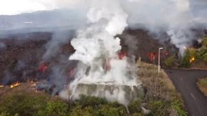 Una montaña de lava destruye una zona residencial de La Palma, se vierte en una piscina y hace 'hervir' el agua