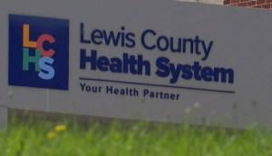 Hospital de Nueva York tiene que cerrar su planta de maternidad al quedarse sin todo el personal que se niega a inocularse