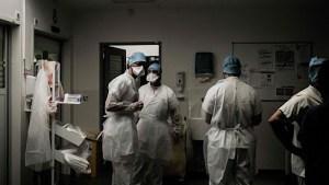 Suspendidos de empleo y sueldo 420 sanitarios en Italia por no vacunarse contra el Covid