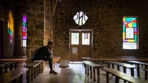 """""""Situación espantosa"""": Revelan que 330.000 menores fueron víctimas de abusos sexuales dentro de la Iglesia católica francesa desde la década de 1950"""