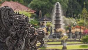 """Hallan """"piezas extraordinarias"""" en Indonesia que podrían ser restos de un reino con riqueza incalculable desaparecido en el siglo XIV"""