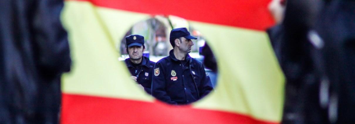 policia bandera españa manifestacion