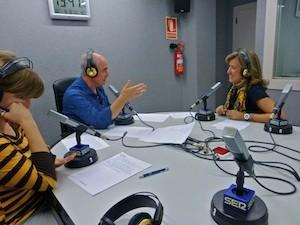 Ana Kringe, alcaldesa de Dénia, en el estudio de Radio Dénia, con Pángel Albi y Miriam Pagán. (C) Manuel López 2012