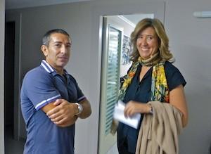 Ana Kringe, alcaldesa de Dénia, con Vicente Miralles, director de Radio Dénia Cadena Ser. (C) Manuel López 2012