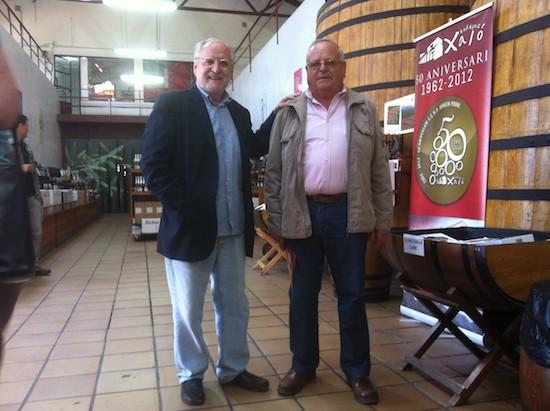Manuel López y Miguel Signes en las Bodegas Xaló