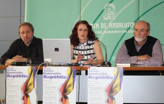 Paco Vigueras y Cristina Prieto recordaron la comprometida lucha de los profesionales del periodismo durante la II República en la charla-coloquio sobre Memoria Histórica