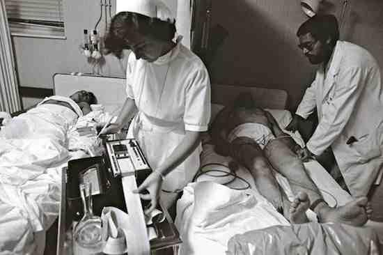 © Manuel López. Urgencias. Hospital 1º de Octubre, Madrid, abril de 1978. De la exposición Manuel López, Imágenes 1966-2006 (disponible)