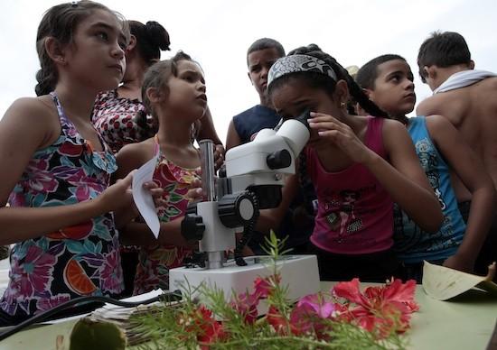 Niños y niñas en el Festival de la Ciencia, celebrado a inicios de junio. Crédito: Jorge Luis Baños/IPS