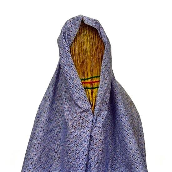 © Shadi GhadirianShadi Ghadirian es la fotógrafa iraní que recrea la situación de la mujer en su país con una colección soberbia de imágenes que retratan la realidad del doméstico-carcelario universo femenino en Irán. © Shadi Ghadirian, 'Like Everyday' (Iran 2001)