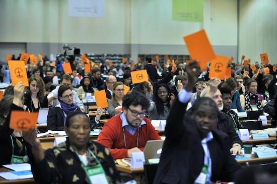 Votación en la X Asamblea del Consejo Mundial de Iglesias CMI.