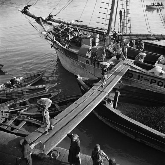 Descargando sal. (Oporto), Portugal, 1939 © Nicolás Muller
