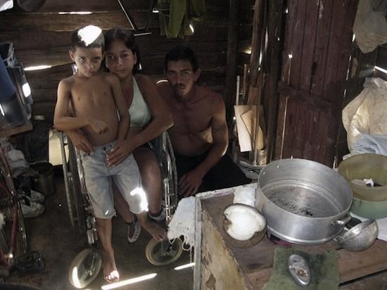 'Una mirada a la familia cubana' (serie), de Omar Suárez Campo, Finalista. ('Observarte')