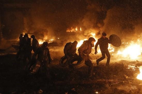 Enfrentamientos con fuego cruzado en Kiev