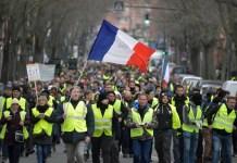 RTL informaba de una participación menor de manifestantes de los gilets jaunes en Toulouse el 29 12 2018