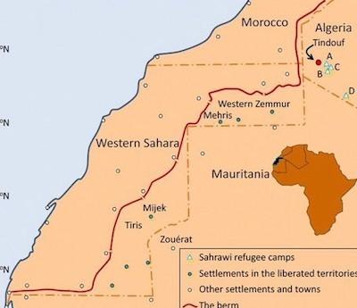 Mapa en inglés de la zona, donde se observa la distancia entre Tinduf y Zouerat y el paso fronterizo argelino-mauritano.
