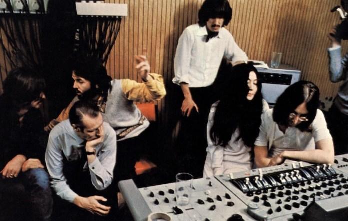 Los Beatles en una sesión de grabación de Let it be
