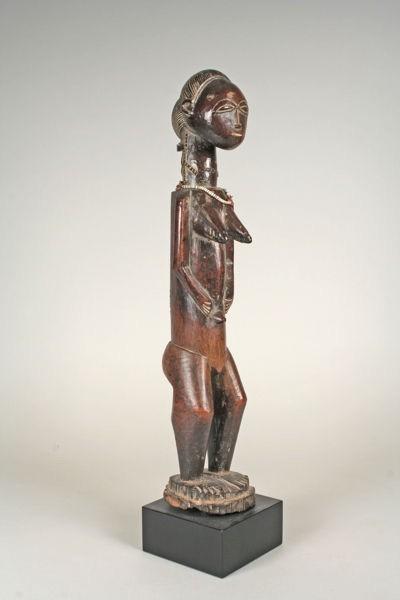 Costa de Marfil: Figura del siglo XIX XX en madera y cuentas
