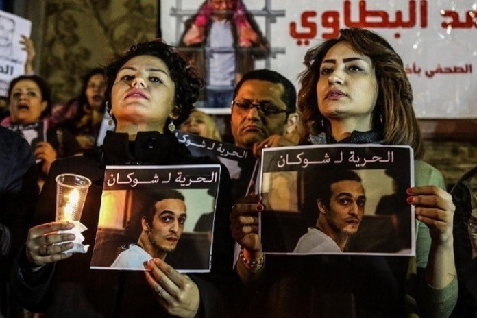Concentración nocturna solicitando la libertad de Shawkan